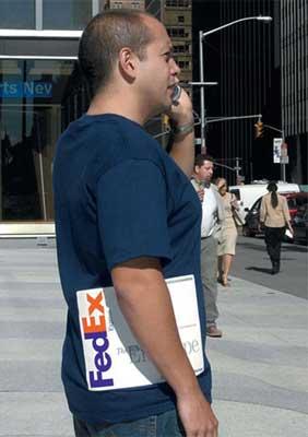 Fedexの錯覚Tシャツ実演