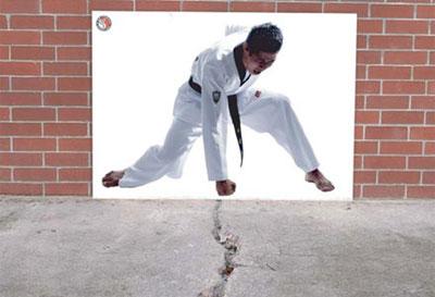 Karate-Kidの錯覚広告1