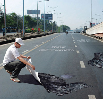 Pothole-Sticker-Illusion2.jpg