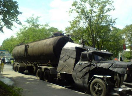 軍事車両のような全体像